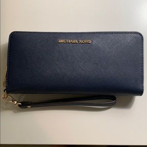 Michael Kors Wallet / Wristlet